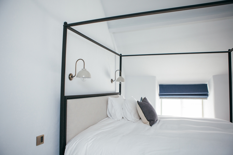 bed side 1500.jpg