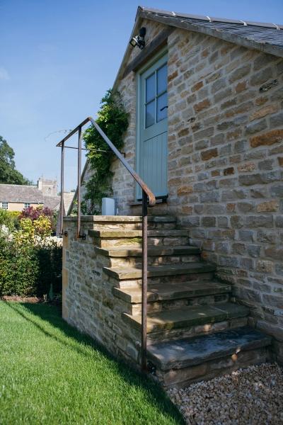 handrail 1 1200.jpg